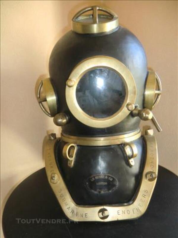 Casque de scaphandrier anglais en cuivre peint. 84556835