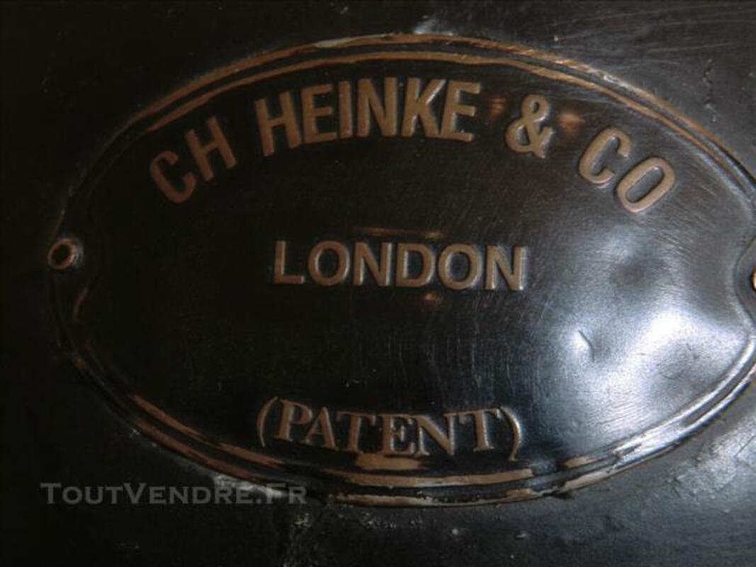 Casque de scaphandrier anglais en cuivre peint. 84556837