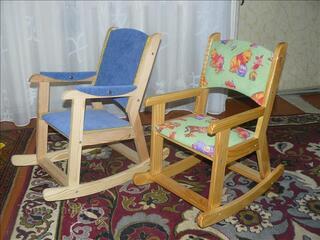 Chaise berçante en bois massif artisanale pour enfant