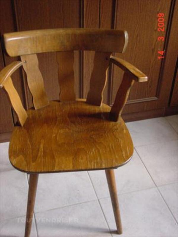 Chaises de cuisine ou bistrot avec table 74015987