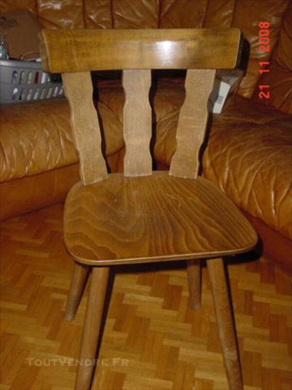Chaises de cuisine ou bistrot avec table 74015988