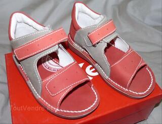 Chaussure sandale T 30 Kickers = neuves
