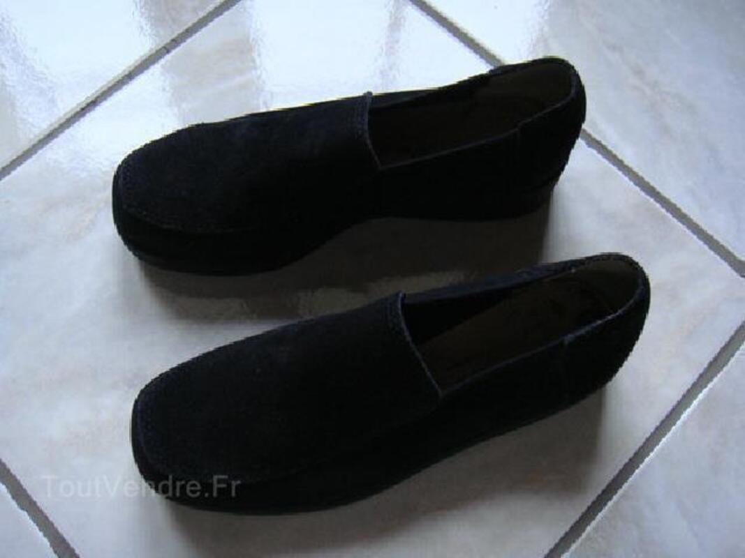Chaussures daim noir - Pointure 35. 93018387