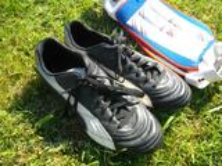 Chaussures de football PUMA moulés taille 43