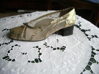 Chaussures dorées taille 40