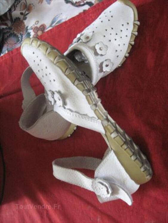 CHAUSSURES EN CUIR BLANCHES  POINTURE 38 56148133