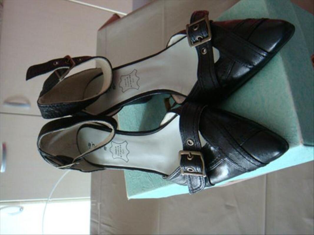 Chaussures femmes 39 NEUVES André cuir noir 56362195