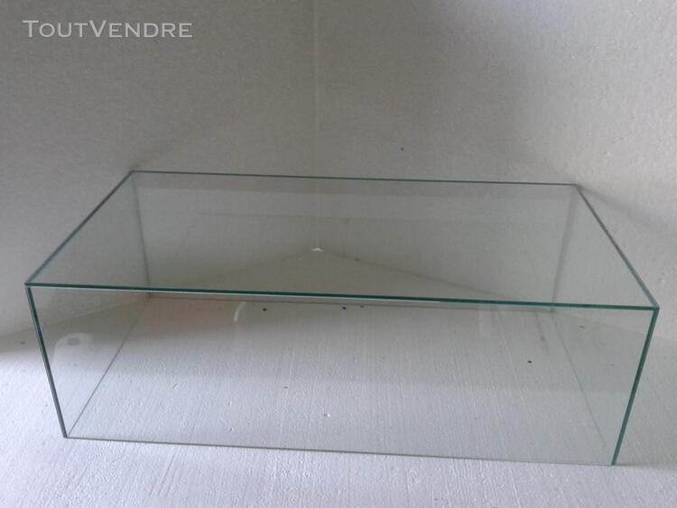 CLOCHE VITRINE DE PROTECTION 70x30x20 398025030