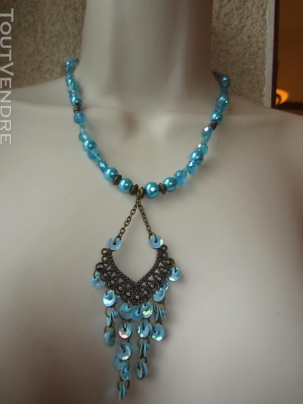 Collier bleu avec pendentif couleur bronze 127176936