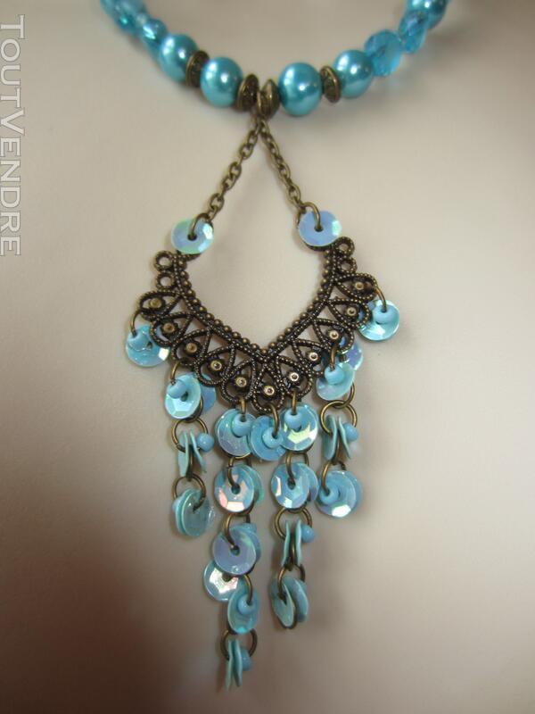 Collier bleu avec pendentif couleur bronze 127176937