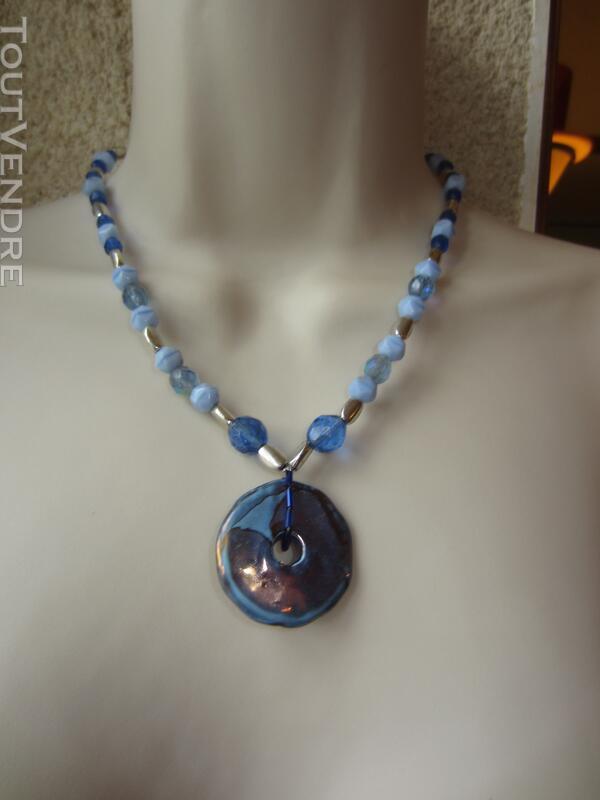Collier bleu 127177022