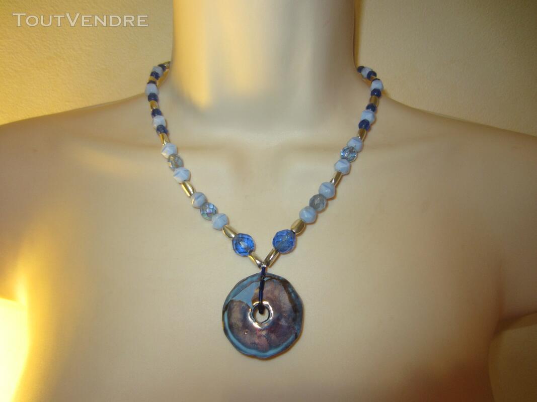 Collier bleu 127177024