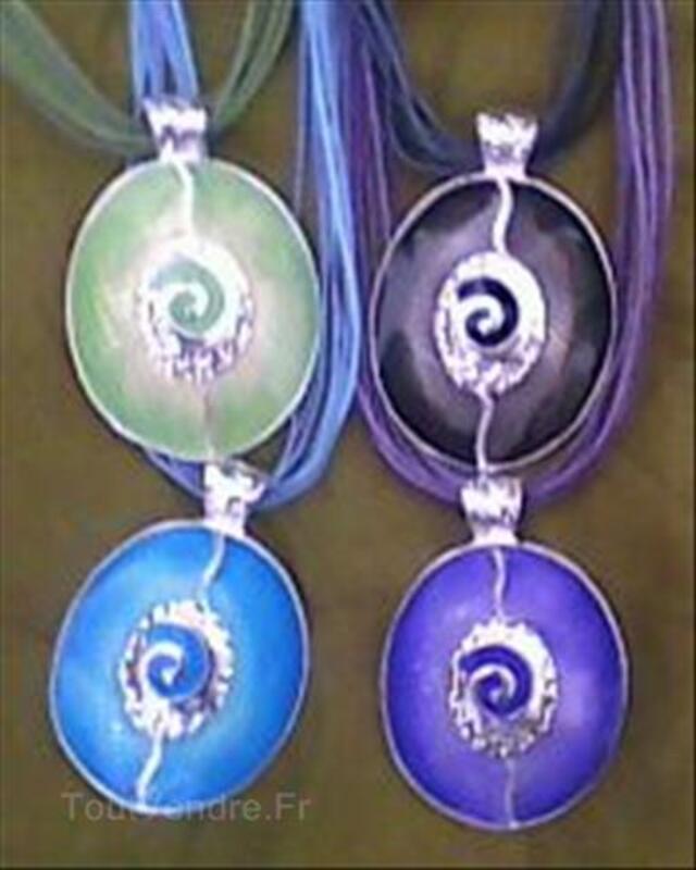 Collier ovale spirale 64779524