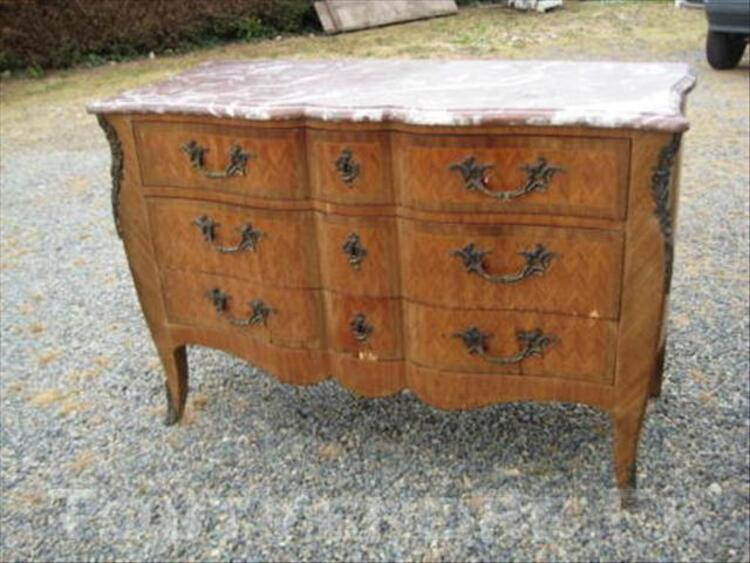 Commode style Louis XV 43916552