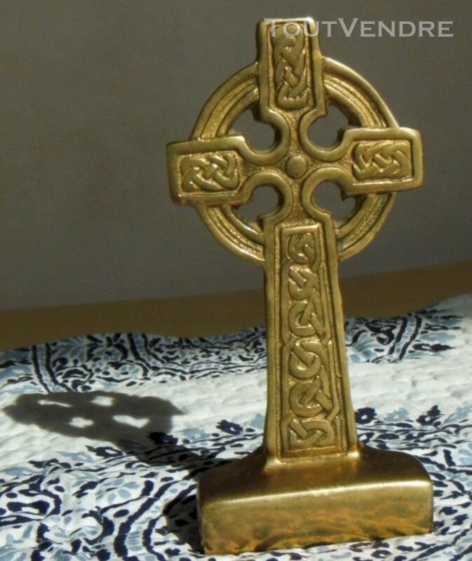 Croix celtique / nimbée en bronze - vintage 117381414
