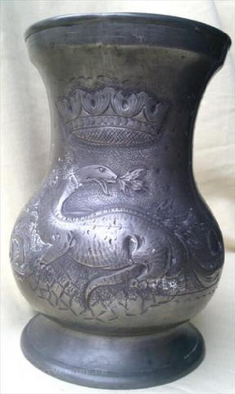 Cuche en étain: salamandre, couronne 84451144