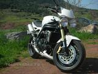 DEMOISELLE PROPOSE MOTO TRIUMPH SPEED TRIPLE BLANC