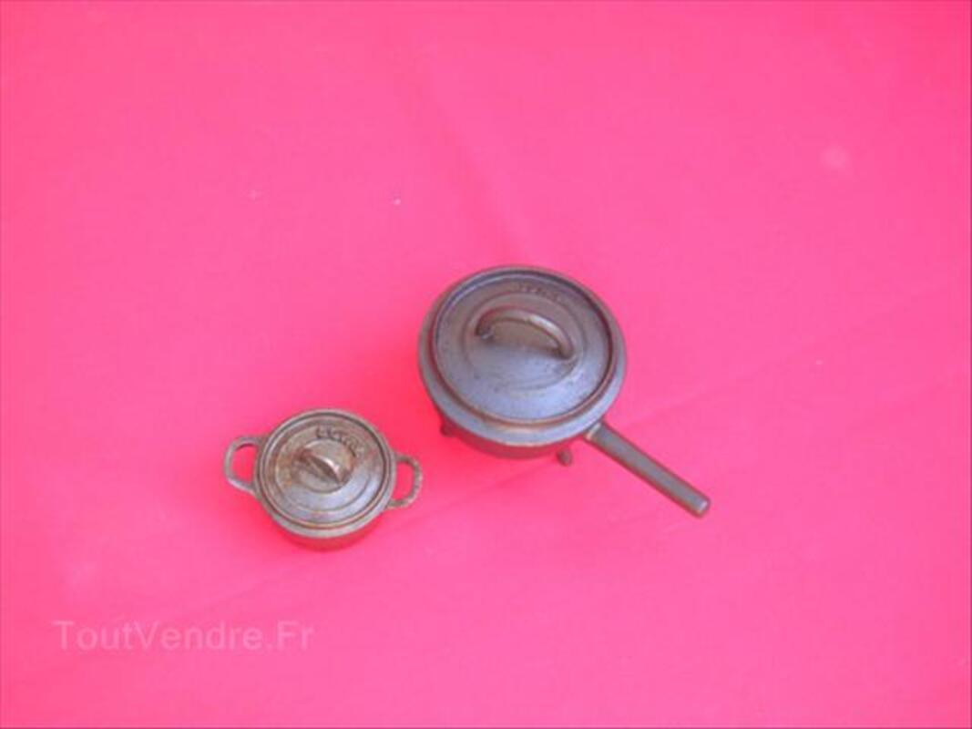 Deux cocottes  style ancien 64600538