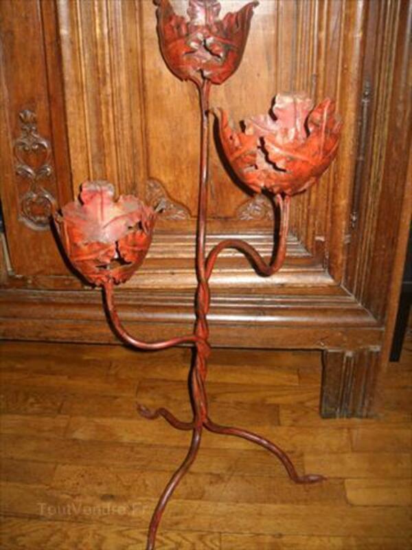 Élégant et déco porte fleurs ancien en fer forgé 1930. 56112833