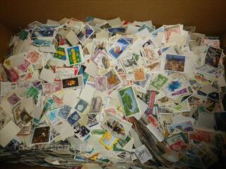 Enorme lot de timbres du monde