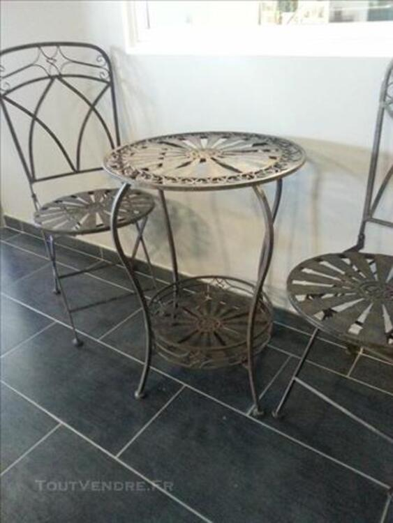ENSEMBLE FER FORGE TABLE + CHAISES 82485030