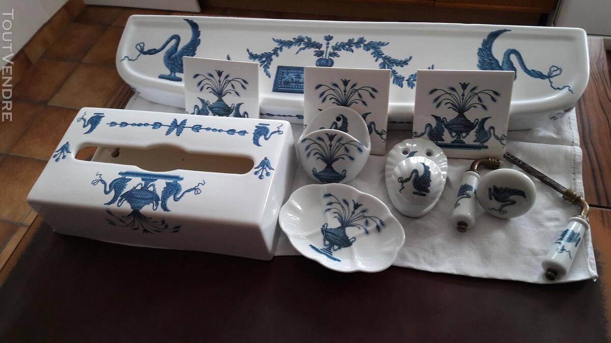 Ensemble salle de bain porcelaine de Paris 310246940