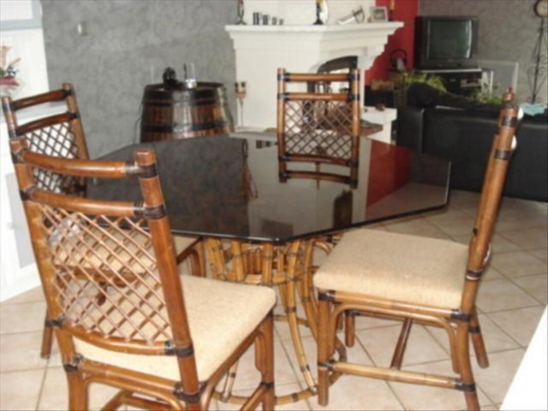 ENSEMBLE TABLES + CHAISES ROCHE ET BOBOIS 56569184