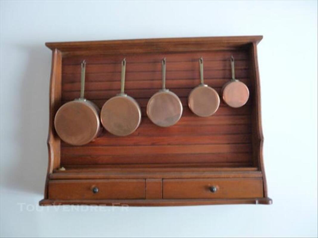 Etagére ancienne avec 5  casseroles en cuivre 85815369