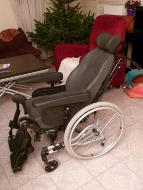 Fauteuil roulant de confort Invacare Rea - NEUF 74005791