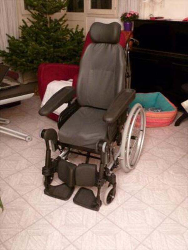 Fauteuil roulant de confort Invacare Rea - NEUF 74005792