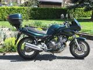 Femme vend moto Yamaha Diversion 600 XJS
