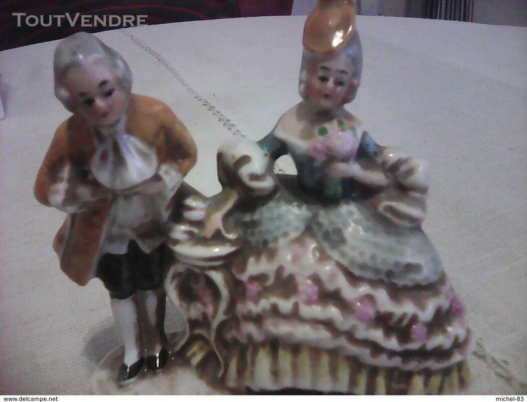 Figurine porcelaine 372742279