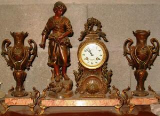 Garniture de cheminée XXème marbre, régule et bronze