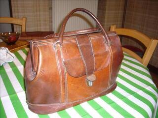 Grand sac à main en très beau cuir épais brun