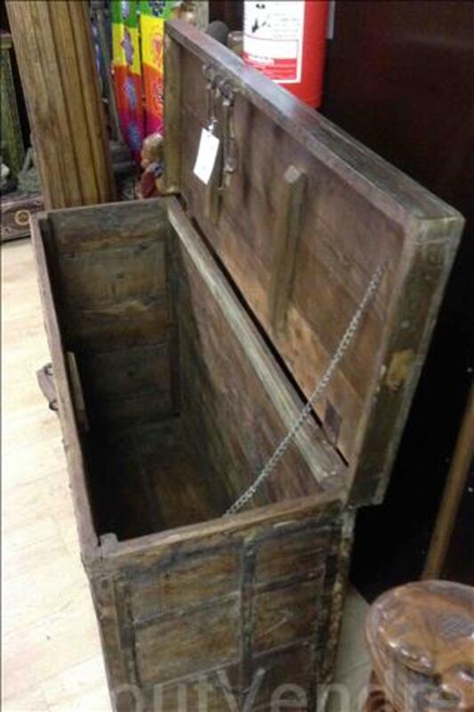 Grande malle ou coffre de rangement en bois - H: 89 cm 95590384