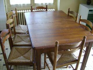 Grande table ancienne en bois massif + 7 chaises