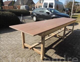 Grande table ancienne en bois massif de salle à manger