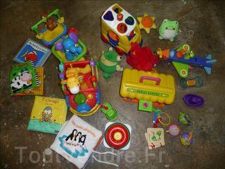 Gros lot de jouets 0 - 2 ans