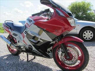 Honda 1000 cbr f en très bon état.