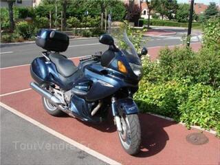 Honda Deauville 650 bleue