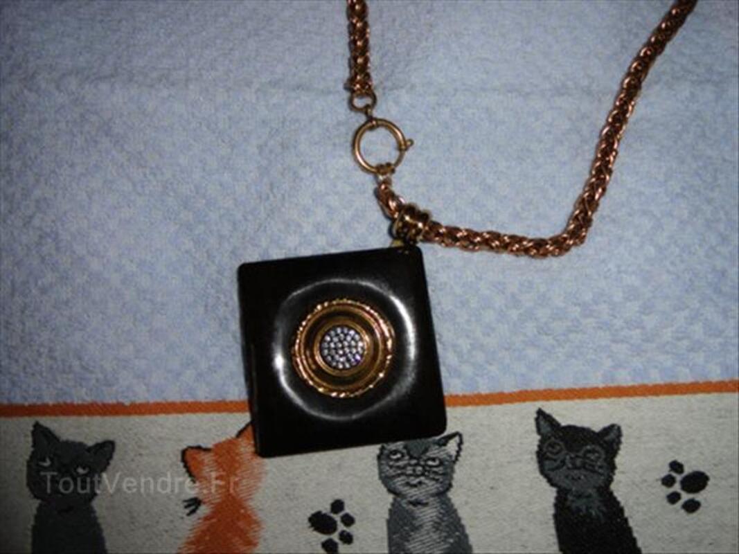 Idée cadeau : un bijou 64610827