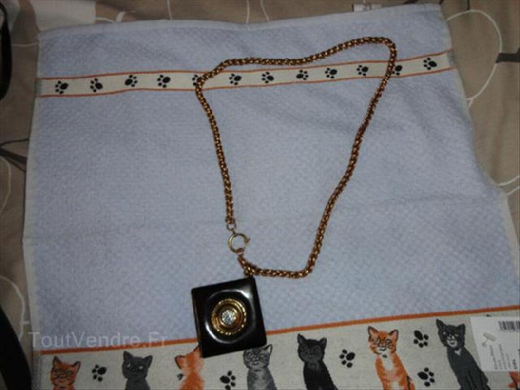 Idée cadeau : un bijou 64610828