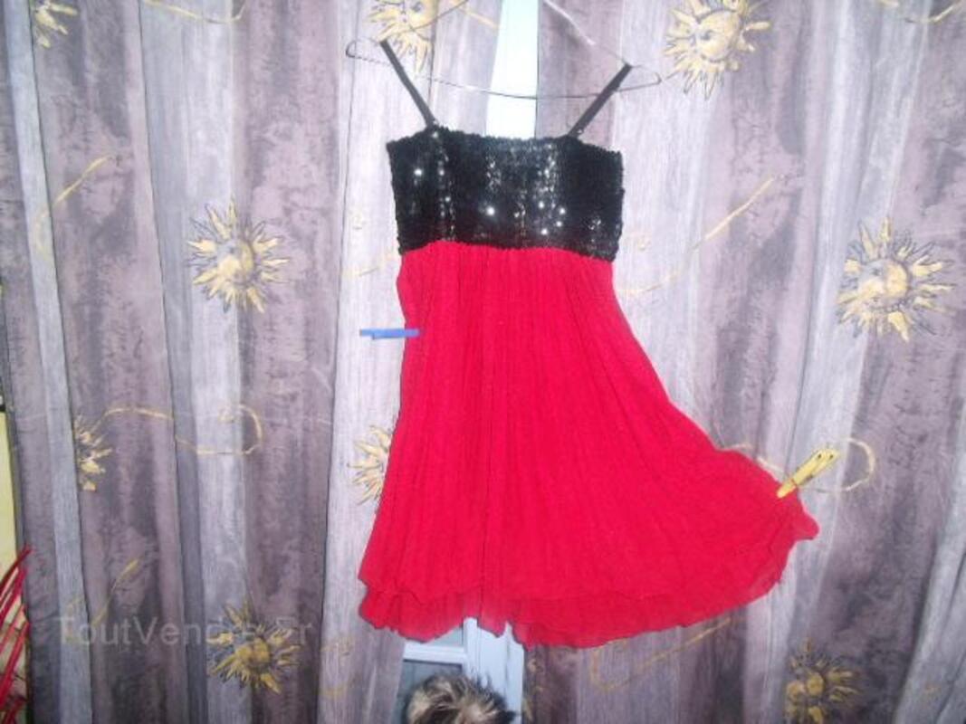 Joli robe marque fruit rouge paillete neuve 25821552