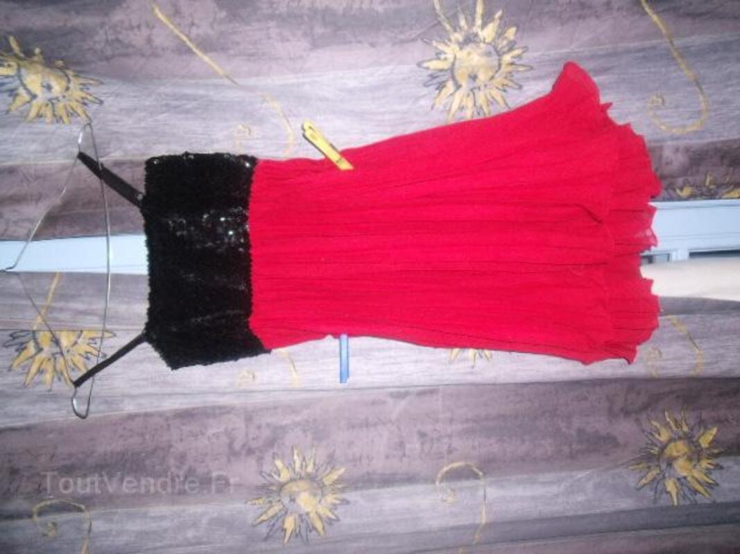 Joli robe marque fruit rouge paillete neuve 25821553