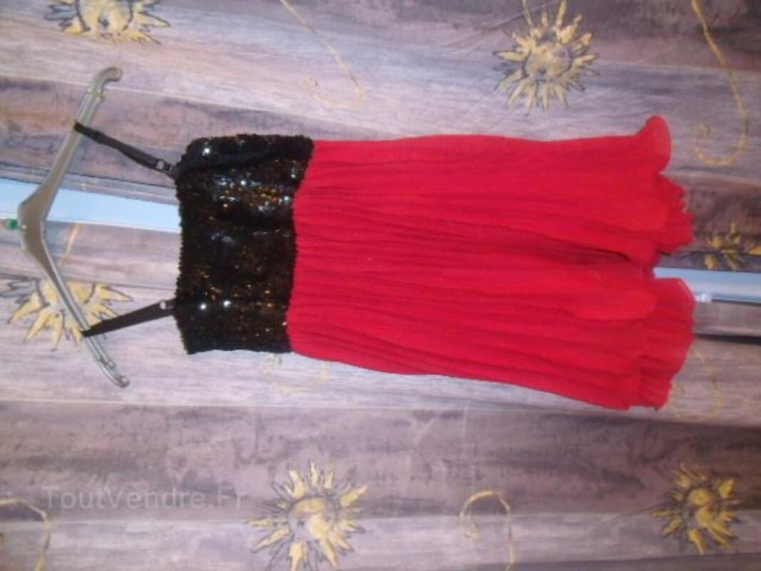 Joli robe marque fruit rouge paillete neuve 25821554