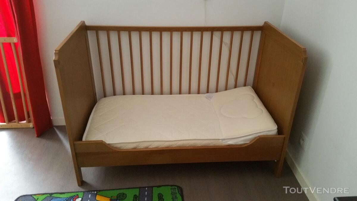 Lit bébé a barreaux 125331049