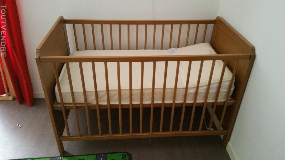Lit bébé a barreaux 125331050