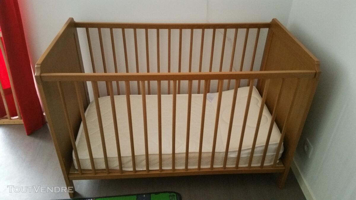 Lit bébé a barreaux 125331051