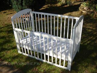Lit bébé en 60x120bois blanc barreaux