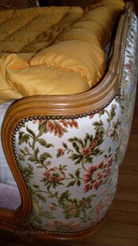 Lit capitonné demi-corbeille Style Louis XV 56501331